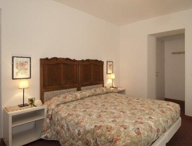 hotel-mariano-gardameer-slaapkamer.jpg
