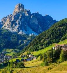 la villa alpine village in dolomieten-italie.jpg