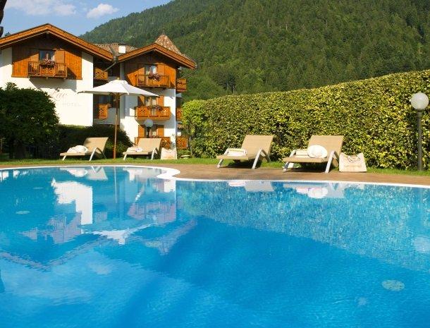 hotel-du-lac-molveno-trentino.jpg