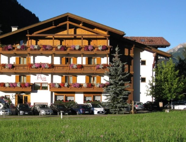 hotel-flora-alpina-val-di-fassa.jpg