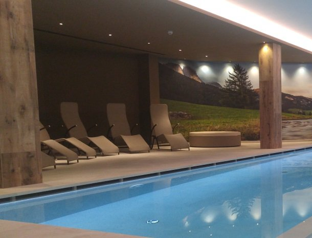 hotel-flora-alpina-dolomieten-zwembad.jpg