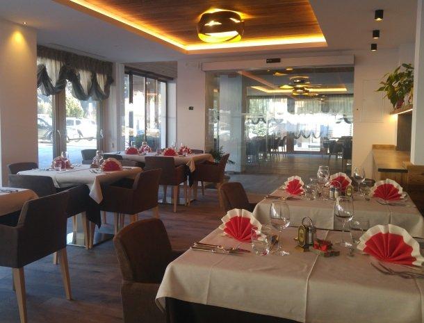 hotel-flora-alpina-dolomieten-restaurant-nieuw.jpg