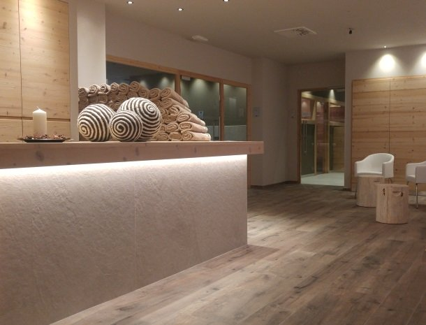 hotel-flora-alpina-dolomieten-wellness-ingang.jpg