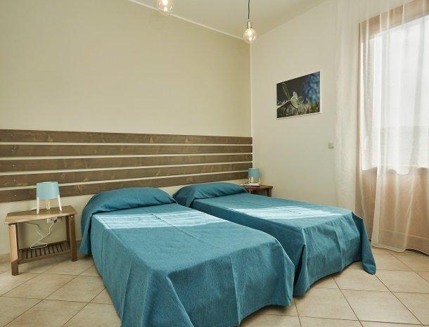 rivaseaapartments-castellammare-sicilie-slaapkamer.jpg