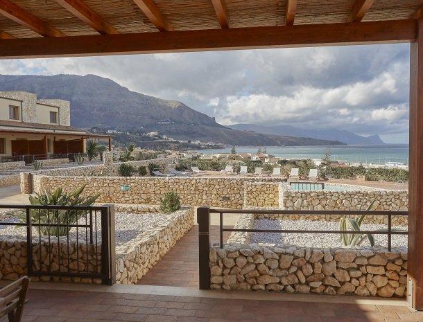 rivaseaapartments-castellammare-sicilie-appartementen-zwembad-zee.jpg
