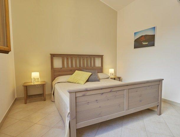 rivaseaapartments-castellammare-sicilie-slaapkamer-boven.jpg