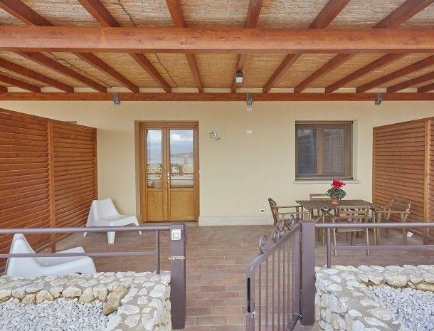 rivaseaapartments-castellammare-sicilie-terras-appartement.jpg