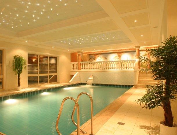 hotel-romerhof-fuschandergrossglockner-binnenzwembad.jpg