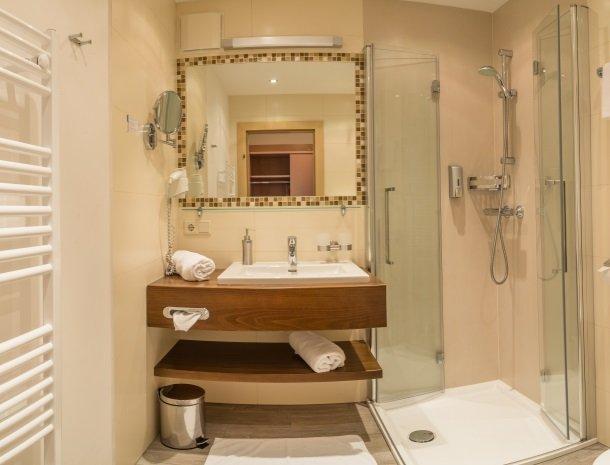 hotel-romerhof-fuschandergrossglockner-badkamer.jpg