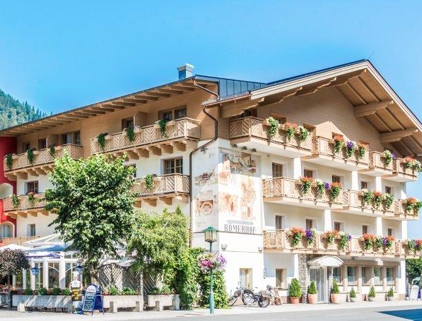 hotel-romerhof-fuschandergrossglockner-zomer-terras.jpg