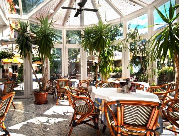 hotel-romerhof-fuschandergrossglockner-terras-overdekt.jpg