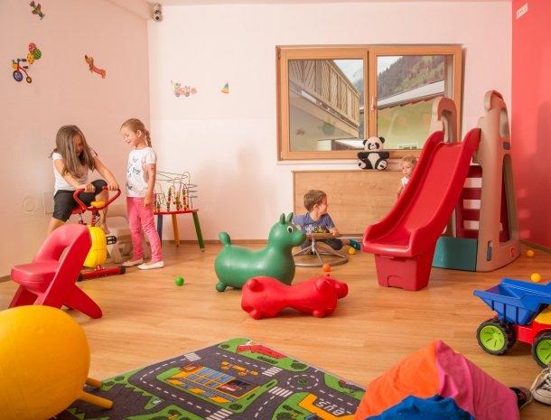 hotel-romerhof-fuschandergrossglockner-speelkamer-kinderen.jpg