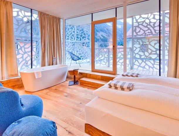 hotel-hinteregger-matrei-tirol-slaapkamer-nieuwe-vleugel-bad.jpg