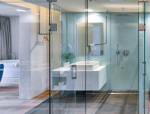 hotel-hinteregger-matrei-tirol-badkamer-nieuwe-vleugel.jpg