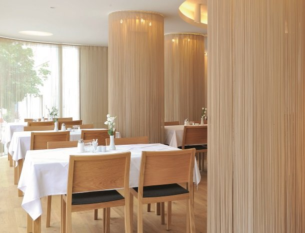 hotel-hinteregger-matrei-tirol-ontbijtzaal.jpg