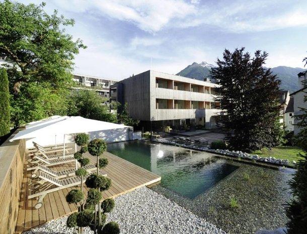 hotel-hinteregger-matrei-tirol-tuin-zwembad.jpg