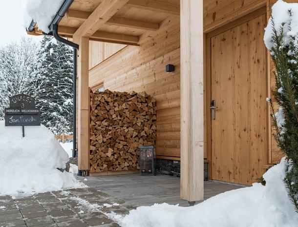 chalet-grosslehen-fieberbrunn-ingang-winter.jpg