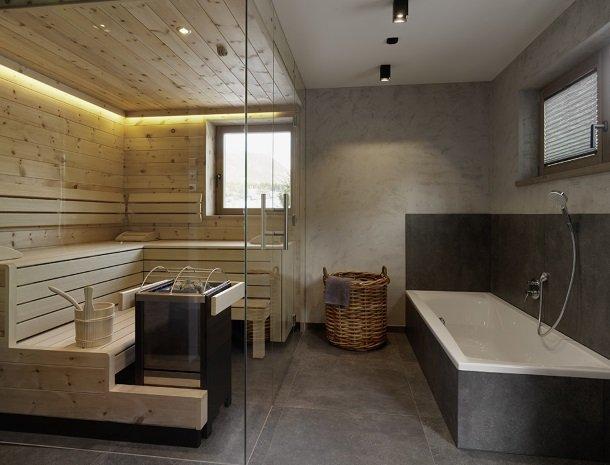 chalet-grosslehen-fieberbrunn-badkamer-met-sauna.jpg