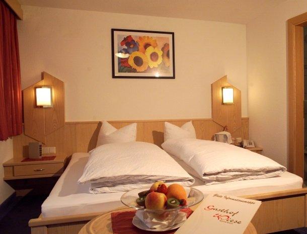 hotel-wiese-pitztal-st-leonhard-slaapkamer-bed.jpg