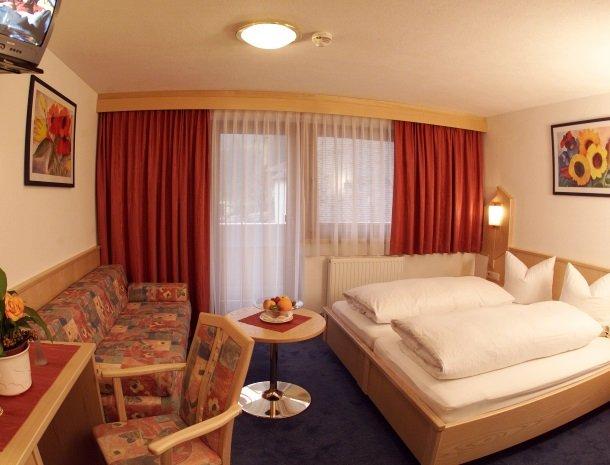 hotel-wiese-pitztal-st-leonhard-slaapkamer.jpg