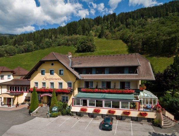 stofflerwirt-stmichaelimlungau-voorkant-hotel-zomer.jpg