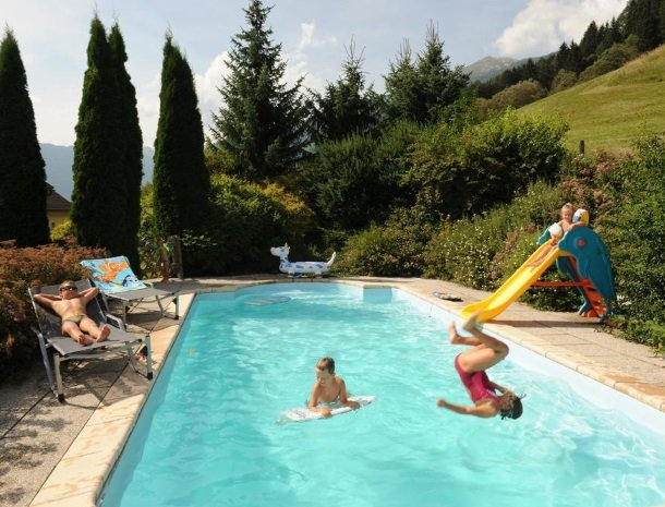 stofflerwirt-stmichaelimlungau-zwembad-zomer.jpg