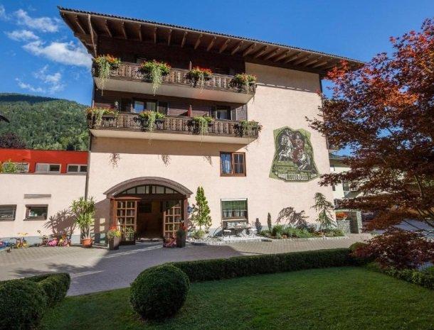 hotel-zur-post-dobriach-millstattersee-zijkant.jpg