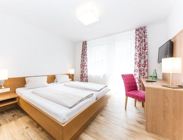 hotel-zur-post-dobriach-slaapkamer-sfeervol.jpg