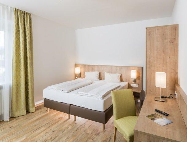 hotel-zur-post-dobriach-kamer-bed.jpg