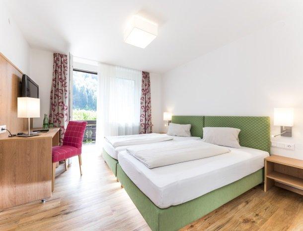 hotel-zur-post-dobriach-slaapkamer.jpg