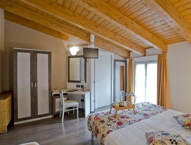 hotel-lago-colico-comomeer-slaapkamer-zolder.jpg