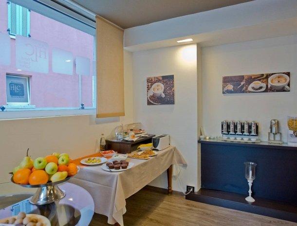 hotel-lago-colico-comomeer-ontbijt-koffie.jpg