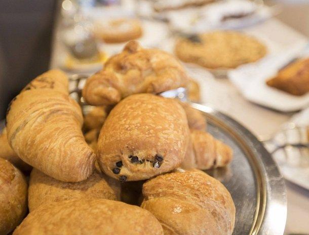 hotel-lago-colico-comomeer-ontbijt-croissants.jpg