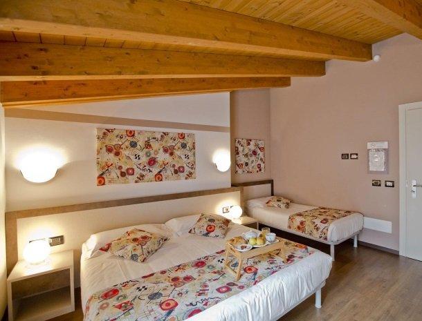 hotel-lago-colico-comomeer-slaapkamer-extrabed.jpg