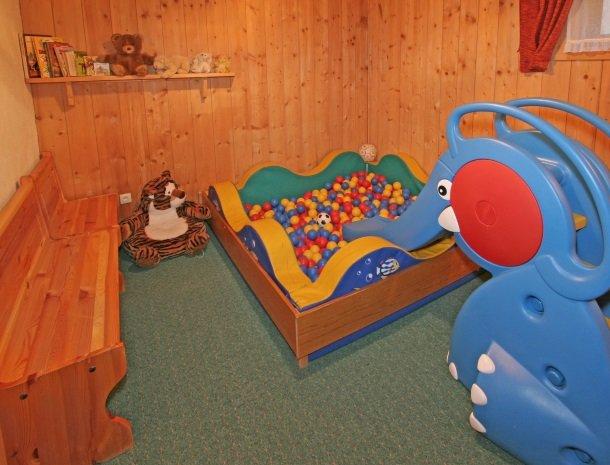 hotel-leamwirt-hopfgarten-tirol-speelkamer.jpg