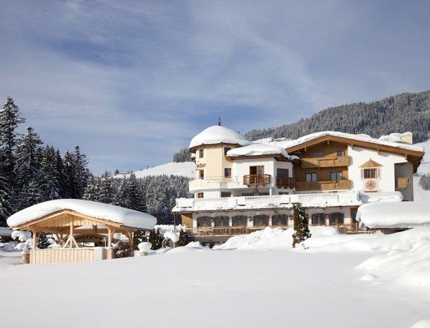 hotel-leamwirt-hopfgarten-tirol-winter-sneeuw.jpg