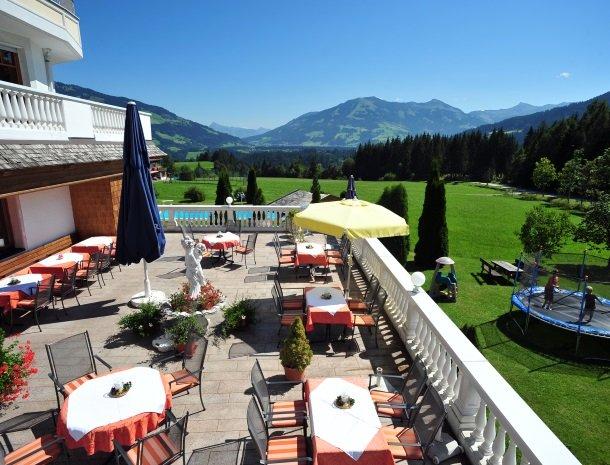 hotel-leamwirt-hopfgarten-tirol-terras-tuin.jpg