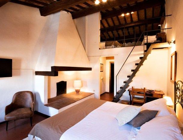 albergo-del-chianti-greve-slaapkamer-bed-boven.jpg