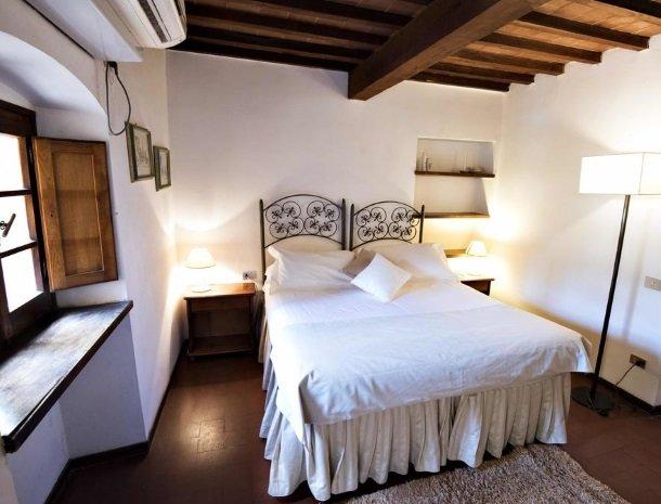 albergo-del-chianti-greve-slaapkamer-bed.jpg