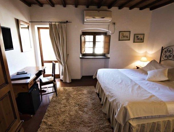albergo-del-chianti-greve-slaapkamer-buro.jpg