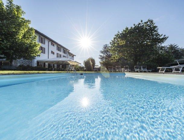 agriturismocadellago-comomeer-zwembad-zon.jpg