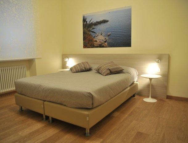 viadelle5terre-slaapkamer-bed.jpg