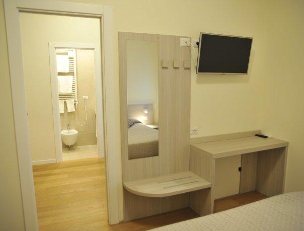 viadelle5terre-slaapkamer-badkamer.jpg