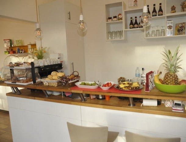 viadelle5terre-la-spezia-ligurie-ontbijtbuffet.jpg