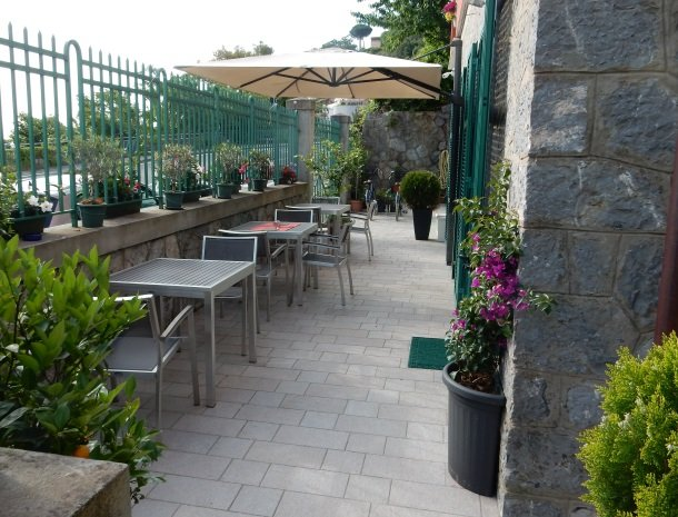 viadelle5terre-la-spezia-ligurie-terras-voorkant.jpg