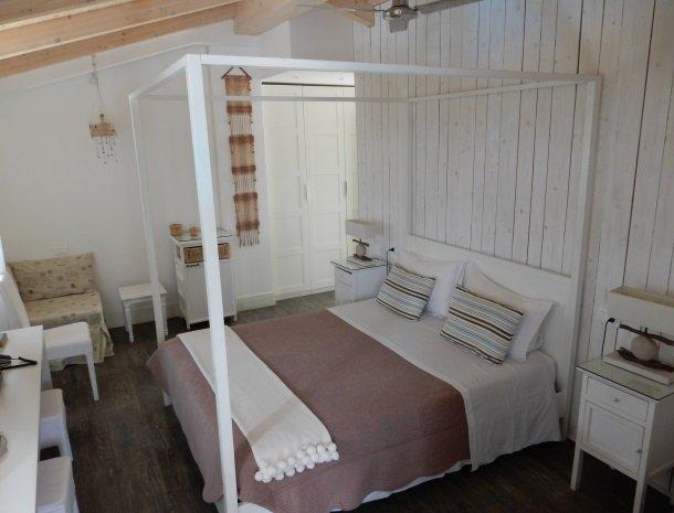 villa-amaranta-la-spezia-slaapkamer-sfeervol.jpg