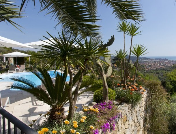 villa-amaranta-la-spezia-uitzicht-zwembad.jpg
