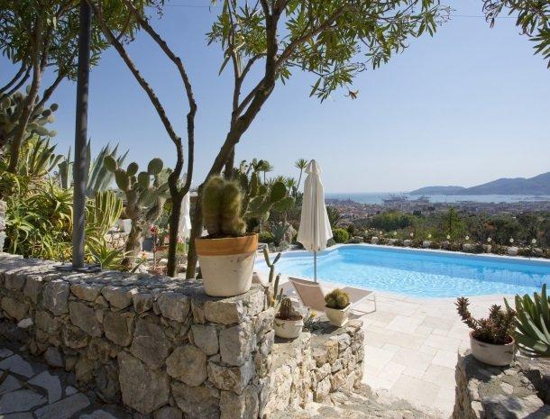 villa-amaranta-la-spezia-tuin-zwembad.jpg