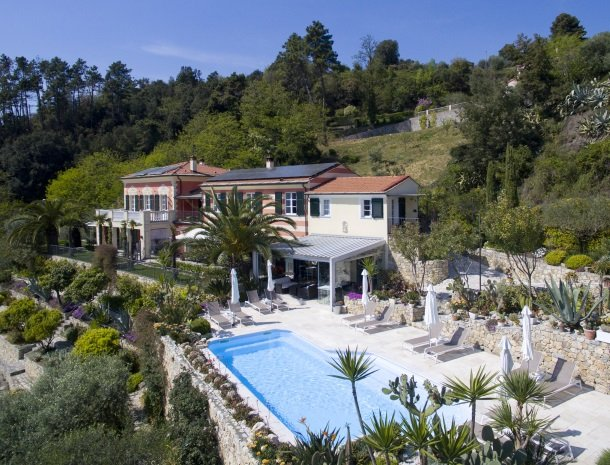 villa-amaranta-la-spezia-ligging-heuvels-zwembad.jpg