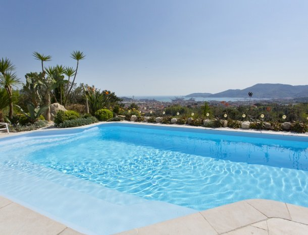 villa-amaranta-la-spezia-zwembad.jpg